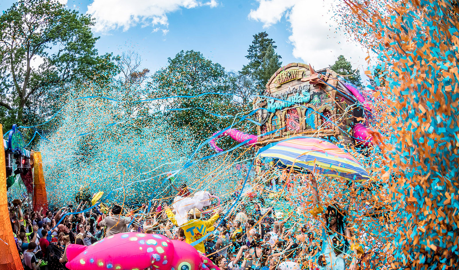 tv2beat's audiovisual production for elrow